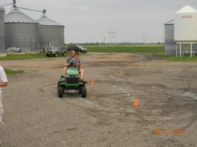 On the lawnmower course (tractor driving simulation)